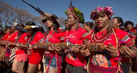 Brasil: La protesta de campesinas e indígenas contra las políticas ambientales de Bolsonaro