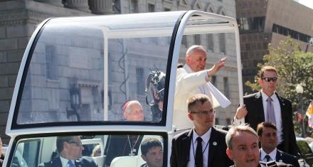 El Papa llamó a