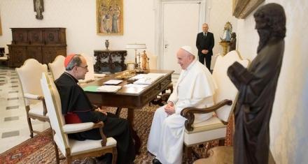 El Papa Francisco no aceptó la renuncia del cardenal condenado por proteger a curas pedófilos