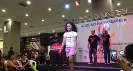 Brasil: Polémica por desfile de niños en adopción