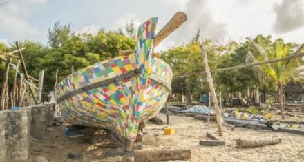 FlipFlopi: primer barco de plástico reciclado, navega por África