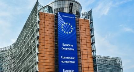 Aumentar del 40 % al 55 % el recorte de las emisiones de CO2 en la UE para 2030 obligará a revisar el régimen de comercio de emisiones
