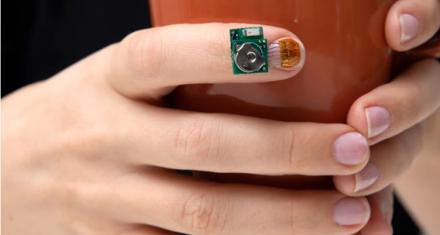 CES 2019: Sensor para uñas que sirve para ayudar a pacientes con Parkinson