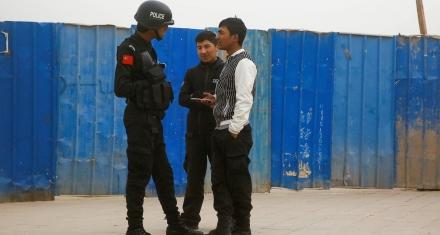 China formaliza los centros de reeducación para musulmanes