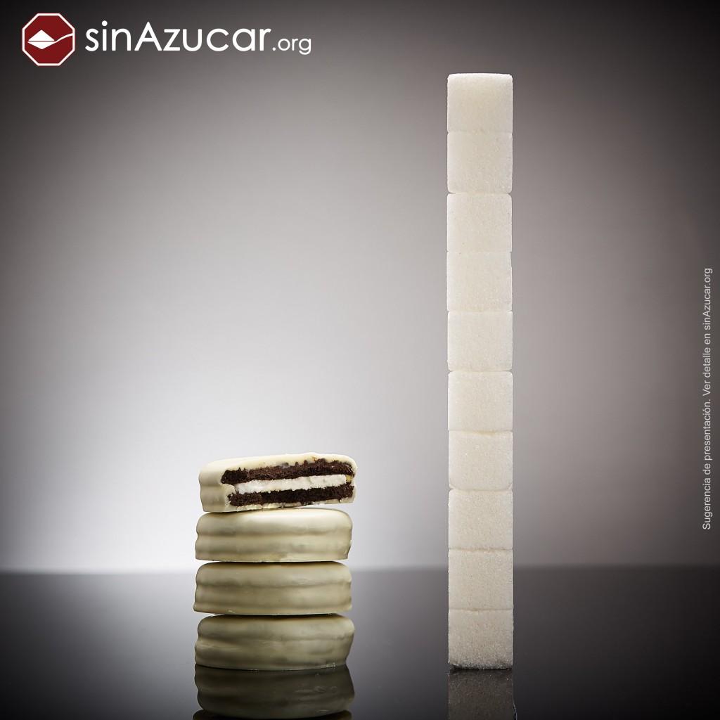 4 Oreos bañadas en chocolate blanco (82g) tienen 40g de azúcar, equivalente a 10 terrones.
