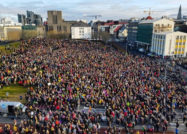 Foto: protesta en Reikiavik (Agencias)