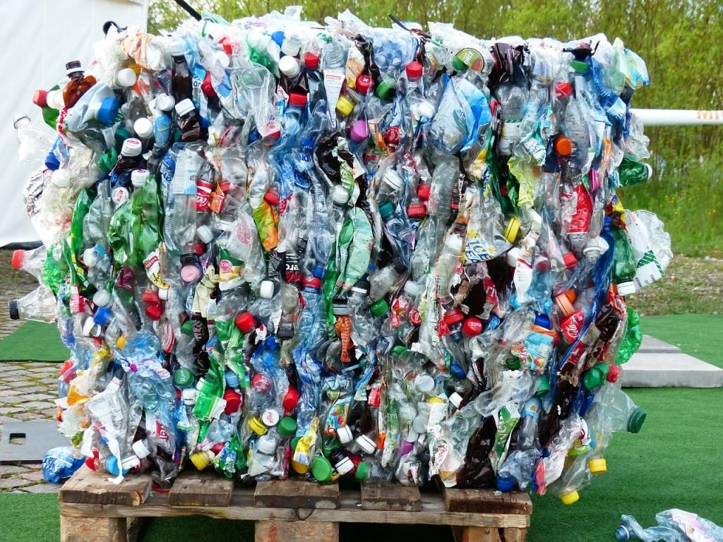 plastic-bottles-115069_1280