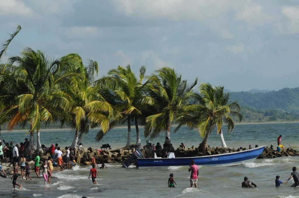 migracion-colombia-responde-a-la-emergencia-sanitaria-en-necocli-antioquia-scaled
