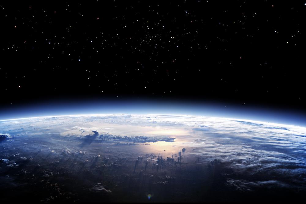 Рис 3 механизмы образования озонового слоя (внизу) и его роль в атмосфере (вверху)